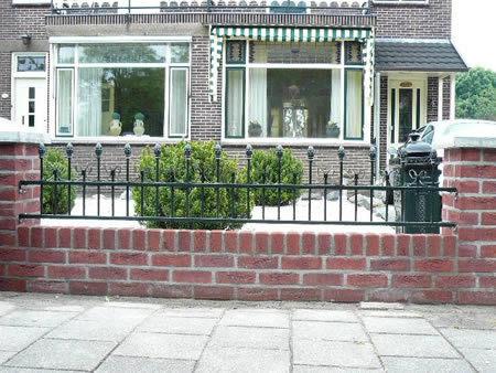 brievenbus achter hek