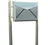 brievenbus envelop met palen